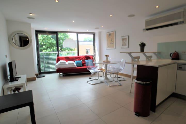 Modern apartment in CAMDEN LOCK-CAMDEN MARKET A6