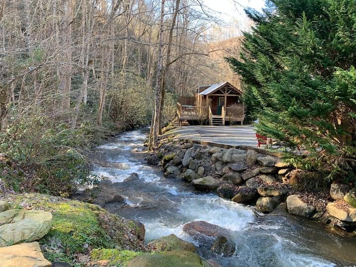 Rabbit Holler Cabin at Lands Creek Log Cabins