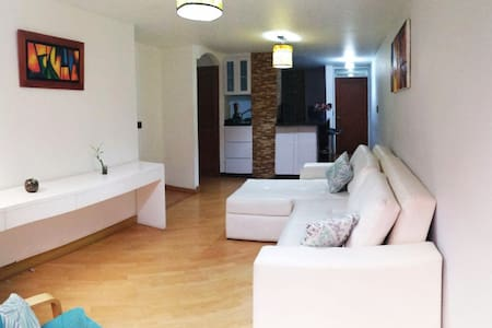 Modern&Comfy apartment/pattio/ideal location/Wifi