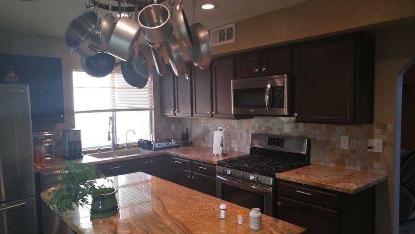 Clean house up-to-date amenities - Las Vegas - Hus