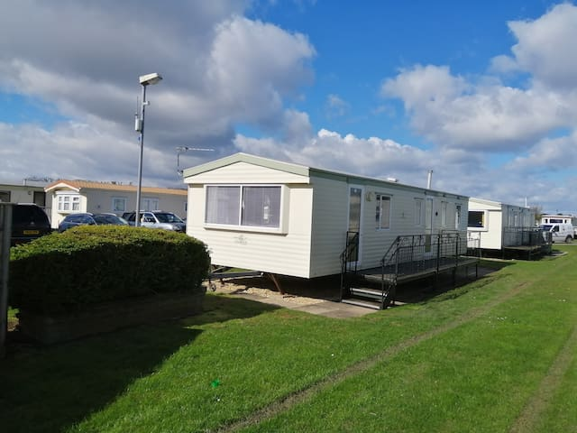 3 bedroomed 8 berth caravan on golden palm