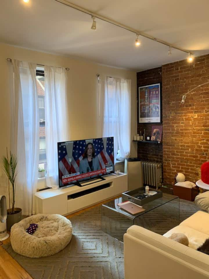 Funky Upper East 1 Bedroom Pad - Fully Furnished