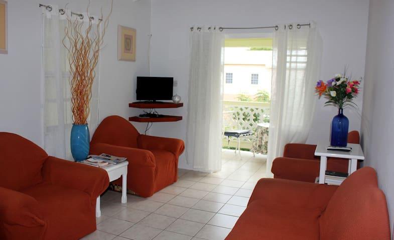 Tranquil 2 Bedroom Apt Near The Beach, Sleeps 4 - Oistins - Leilighet