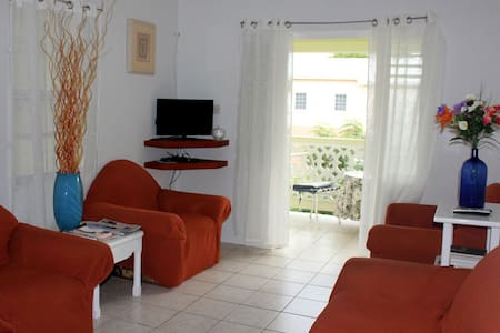 Tranquil 2 Bedroom Apt near Beach - Oistins