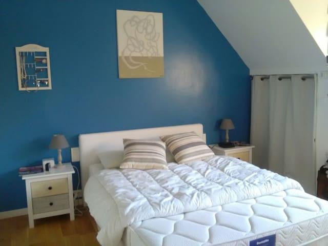 Chambre bleu lagon - Neuville-sur-Oise - Casa