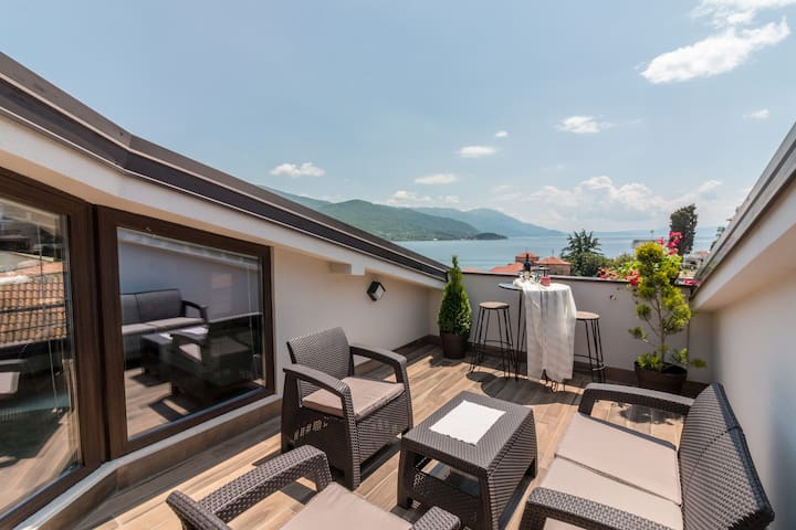 Penthouse with Lake View in Old Town