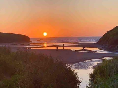 Porthcothan Retreats,  💯m from Porthcothan beach!
