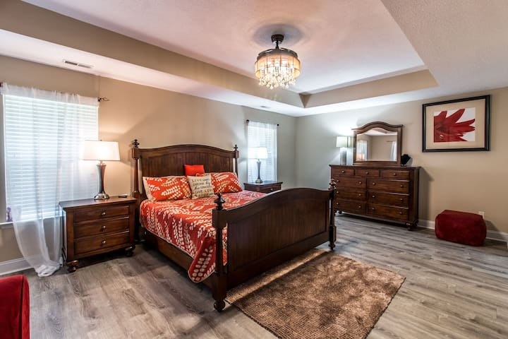 Mater Bedroom! Warming, Peaceful, Romantic and Relaxing!! You can sleep like a baby in this room!