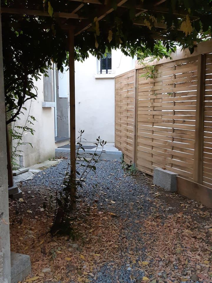 Chambres hôtes L'Abri d'Emilie - 9 kms La Rochelle