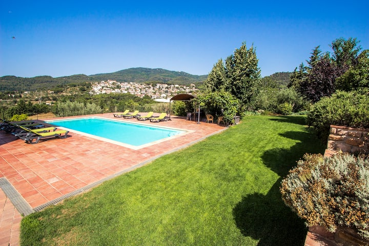 Catalunya Casas: Spectacular 21st Century Catalan abode just 36 km's from Barcelona Center