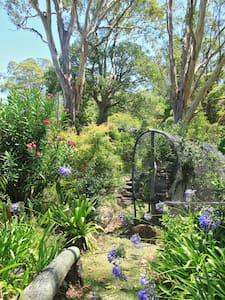 Bohemian Cottage  Under Gum Trees - Dulong - Bed & Breakfast