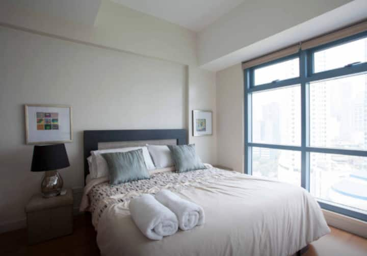 1 Bedroom Loft w/ the view of the Park Makati