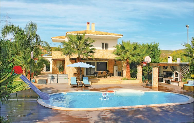 Holiday cottage with 4 bedrooms on 135m² in Agioi Theodoroi