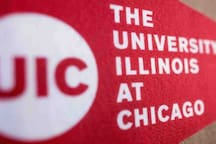 5 minutes to UIC (The University of Illinois at Chicago)