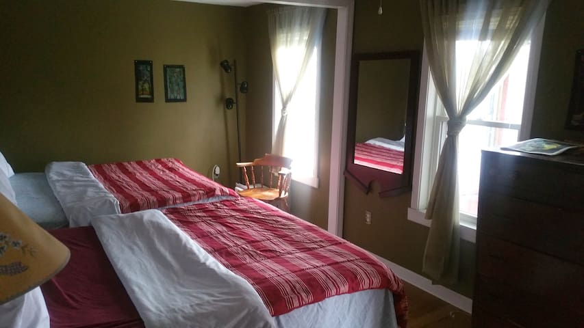Sunny Master Bedroom, 2 Beds, Shared House #1