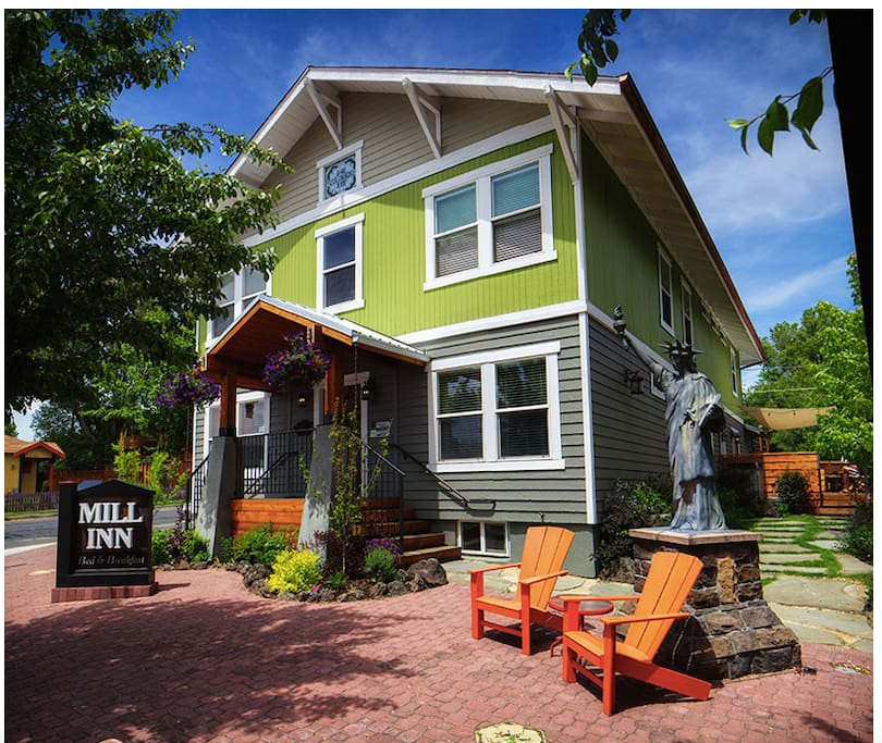 Located in the heart of historic downtown Bend, the Mill Inn is perfectly situated close to shops & restaurants and just a quick drive from Mt. Bachelor.
