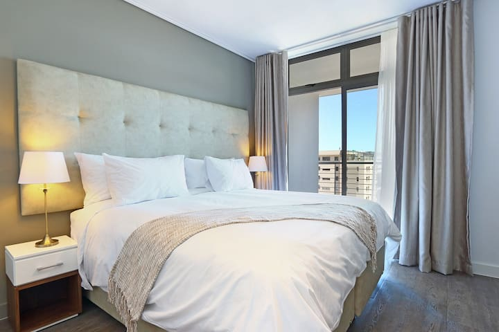 Classic 1 Bed Sea Point Apartment   The Verge