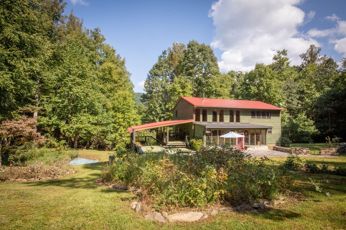 Bright spacious mountain home set in a scenic nature preserve.