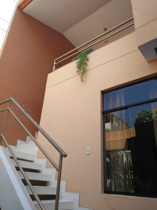 Escalera al Departamento/Stairs to Apartment