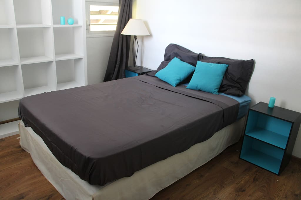 Chambre priv e 5mn de l 39 a roport houses for rent in for Chambre french translation