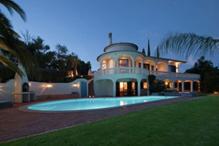 Luxurious Villa in Silves with Swimming Pool