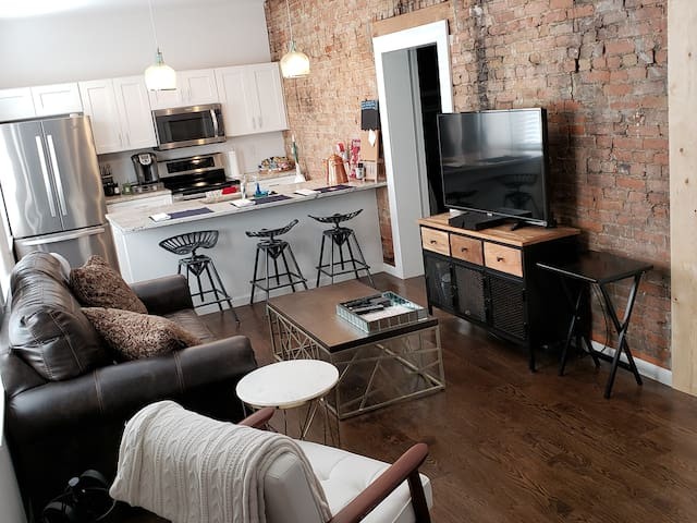♥ Great Parkside OTR Condo in Top-Ranked Building