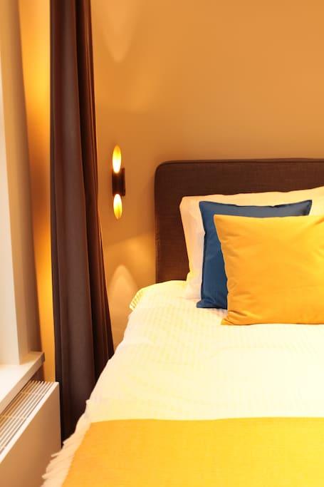 Queen size bed 160x200cm