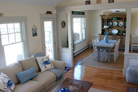 New Waterfront 3 bedroom on Beautiful Lobster Cove