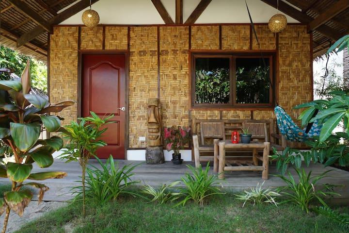 Tiki bungalows and bar's Native hut - General Luna - Bungalou