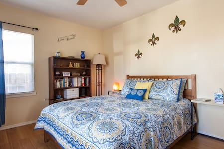 Bright & Beautiful Burbank Bedroom! - Burbank