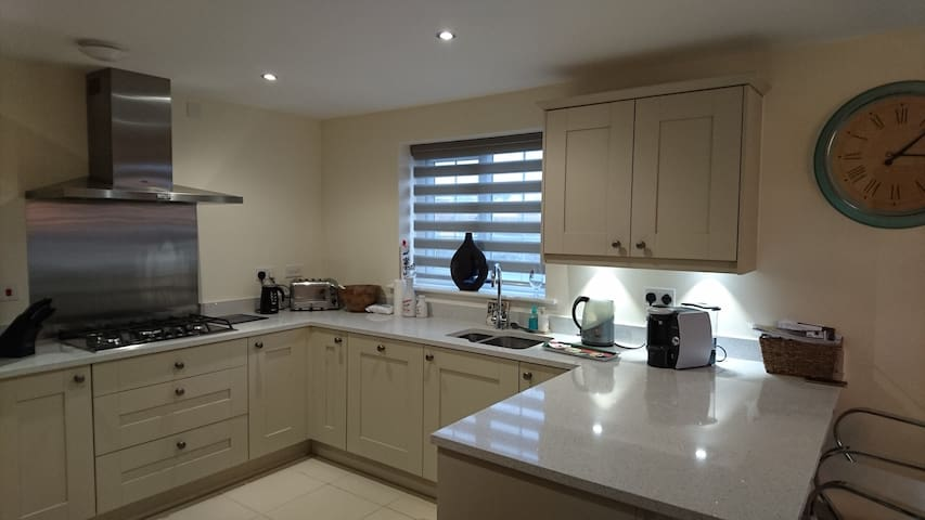 Lovely double room in Relaxed house Sheffield area - South Yorkshire - House