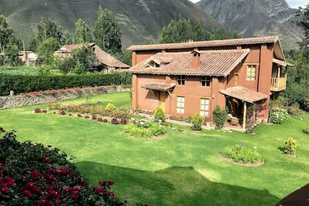Tikaywasi.  Villa con Encanto - Urubamba, Cusco