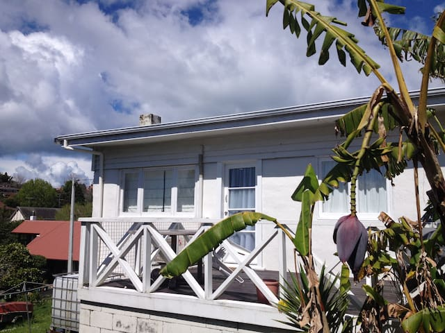 Charming House, 2mn from Long Bay beach - Auckland - Hus