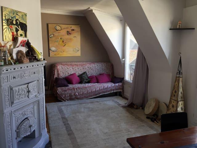 Canapé-lit dans salon