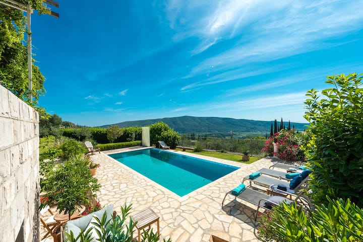 Casa Belvedere with infinity pool & amazing view