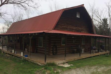 Quiet hand built Log Cabin hidden in the woods - Butler - Mökki
