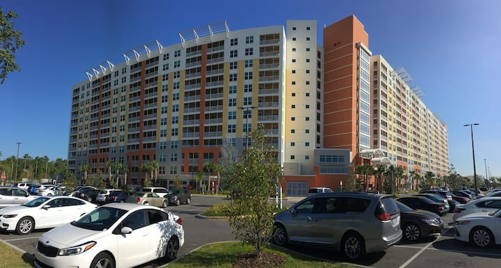 Resort close to Disney and Universal parks