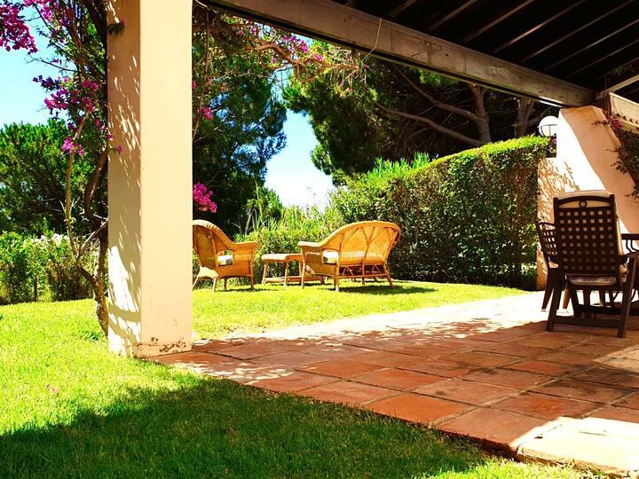 Casa Las Cumbres - Jardín y piscina