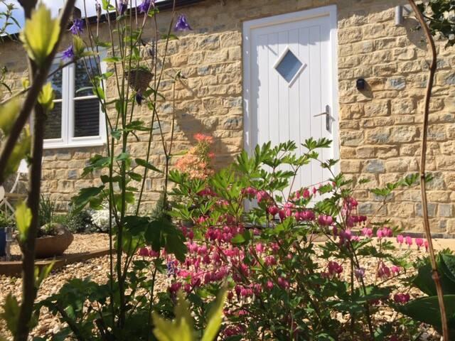 5* Dovecote Canal Cottage, Stoke Bruerne village