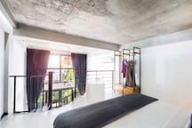 B23 Modern Suite w/ Balcony and Pool in Seminyak