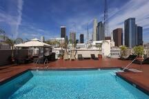 Rooftop pool & Jacuzzi