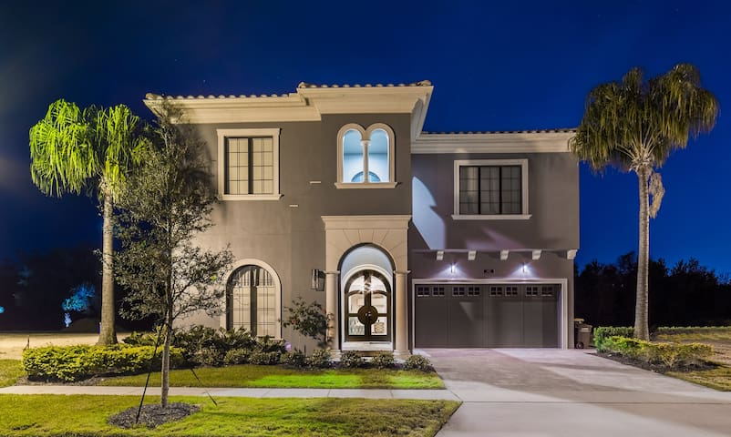 Luxury 8 Bedroom Estate Home - Kissimmee - Dům