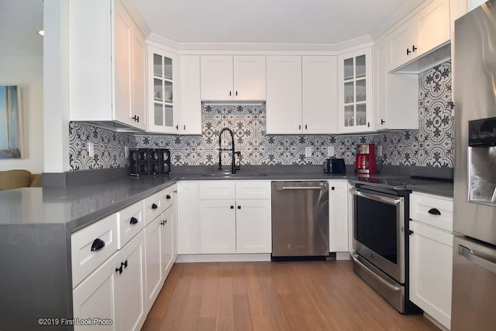 REMODELED apartment 10 mins to Brown University,