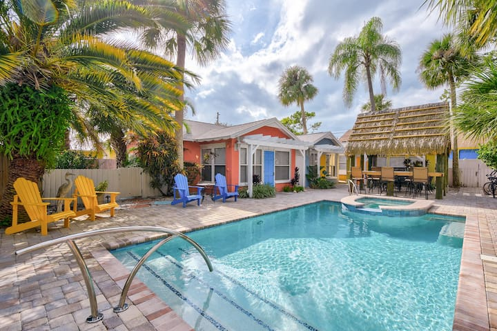 Adorable Beach Cottage #3 a block from Gulf Coast!
