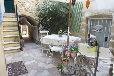 Ravissante maisonnette de village provençale - Adosado
