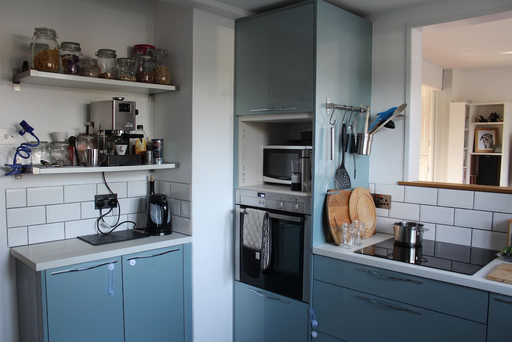 An excellant coffee machine for budding baristas, Neff oven and induction hob