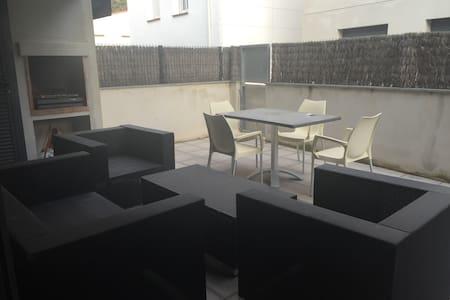 Apartamento nuevo en Colera a 2 min de la playa - Colera