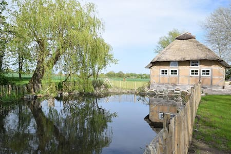 Reetdachkate mit Sauna, 800 m von der Ostsee - Pommerby