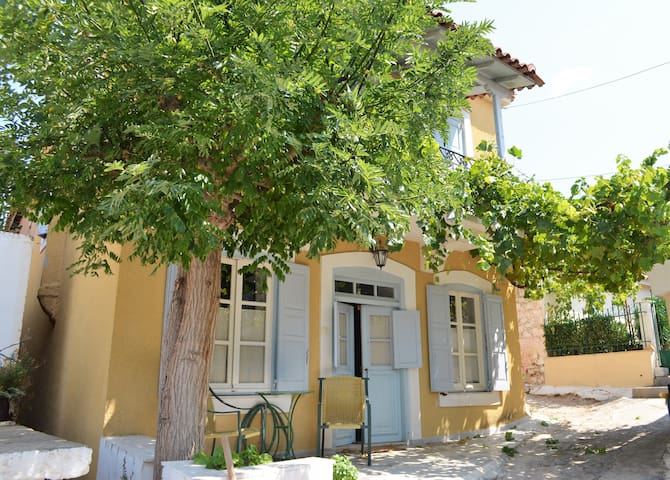 Lovely Traditional Cottage, Epidaurus Theatre