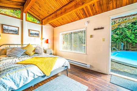 Clean, stand-alone Lynn Valley guest house